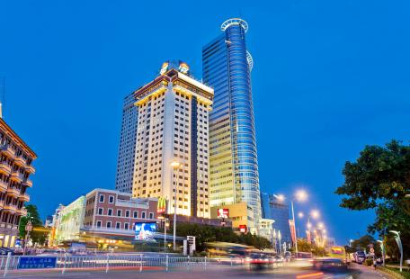 china tour xiamen night.jpg