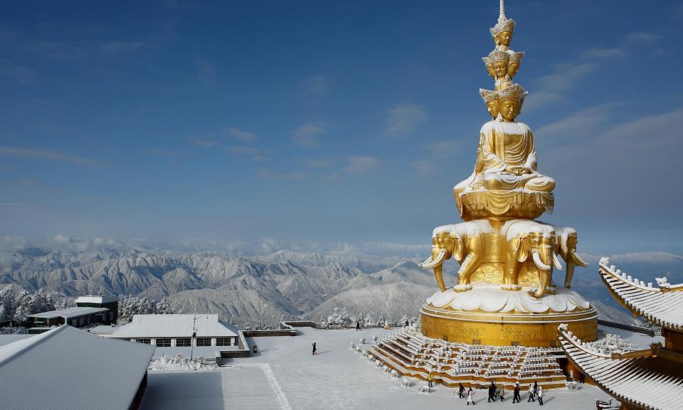 Sichuan tour Emeishan.jpg