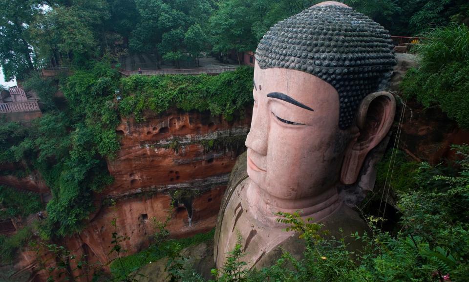 Sichuan tour Leshan buddha.jpg