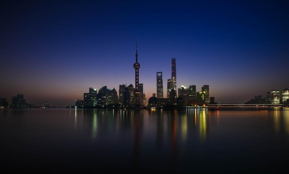 shanghai bund skyline.jpg