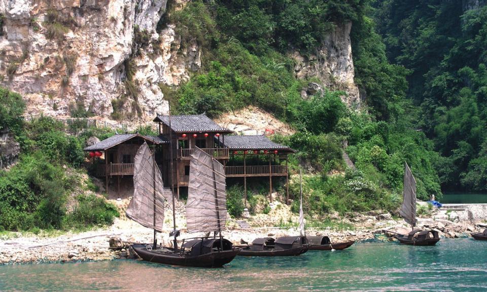 yangtze shore boats.jpg