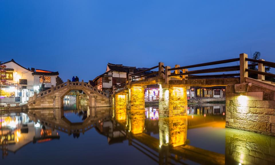 zhujiajiao at night.jpg